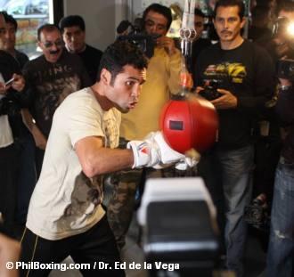 DE LA HOYA OPENS TRAINING CAMP TO THE MEDIA (WITH PHOTOS)